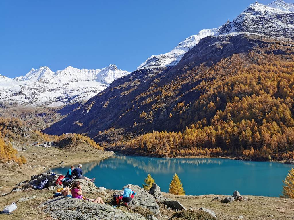 十月,在阿尔卑斯山徒步旅行